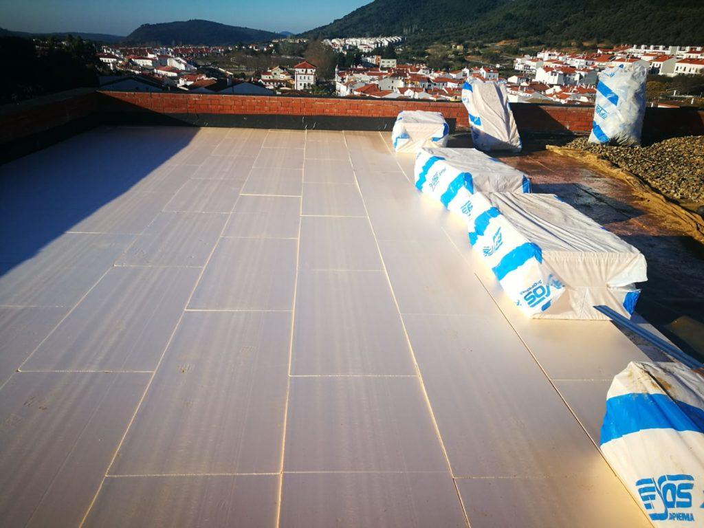 Aislamiento de PDM en las cubiertas planas de Teatro Sierra de Aracena