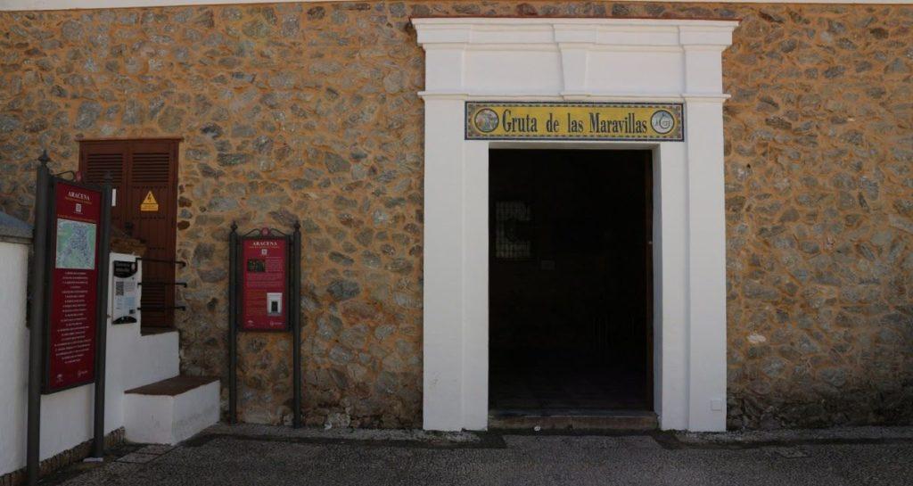 Rehabilitación cubierta y fachada del acceso a la Gruta de las Maravillas